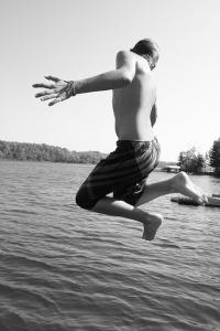 TEEN JUMP IN WATER TWIN
